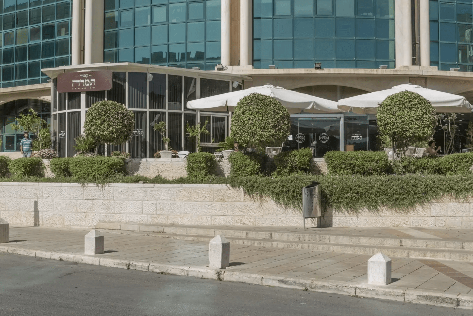 קפה תמרה: קילומטר אחד מגן החיות התנכי ירושלים